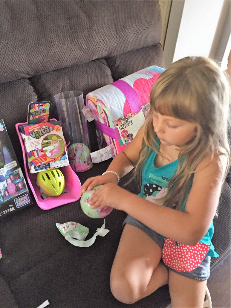 girl opening lol surprise doll